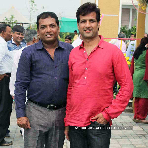 Ravi Agrawal's curtain raiser party