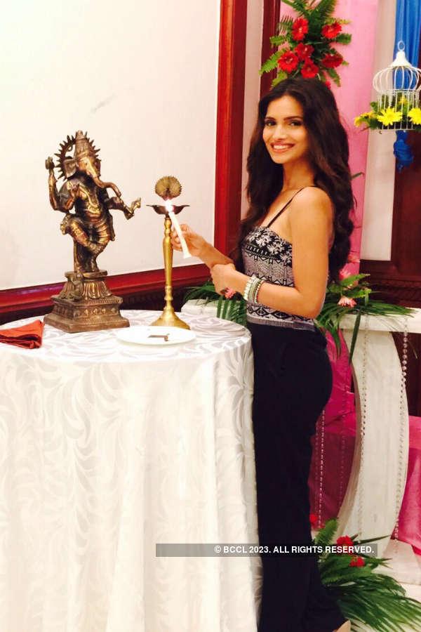 Miss India Grand Vartika Singh inaugurates a fashion exhibition