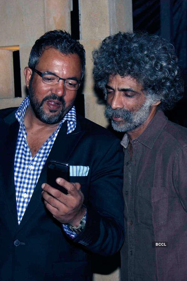 Apoorva Lakhia and Makarand Deshpande during Smita Thackeray's birthday party