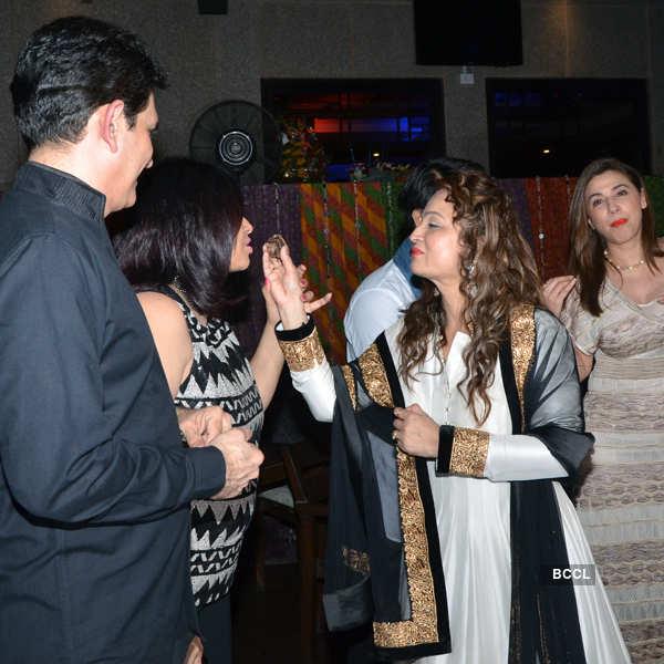 Celebs during Smita Thackeray's birthday party