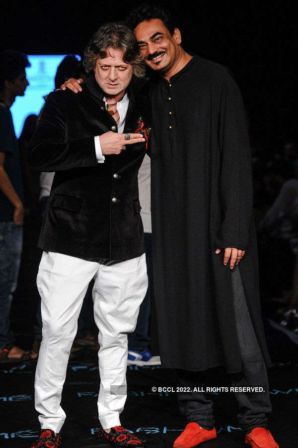 Rohit Bal and Wendell Rodricks pose