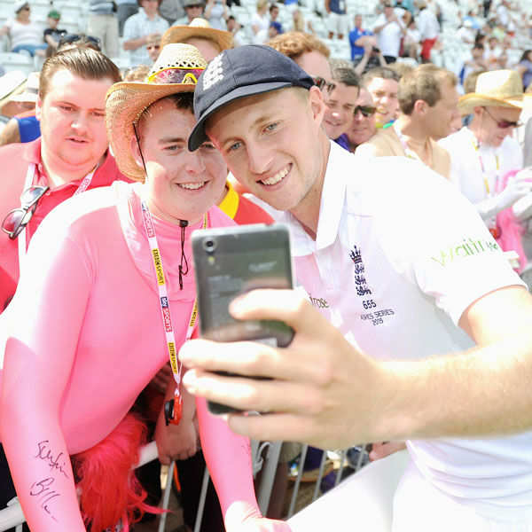 Celebs 'Selfie' Photo Craze
