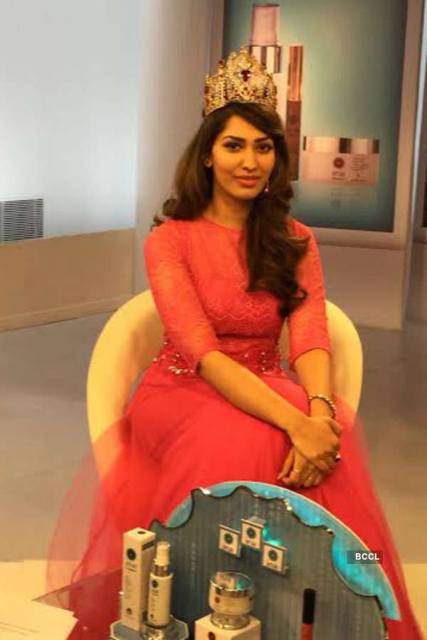 Stunning Jhataleka Malhotra shoots for brand Iraa