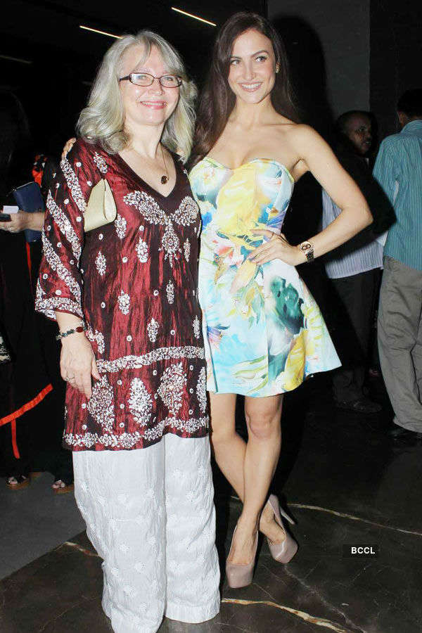 Elli Avram with her mother