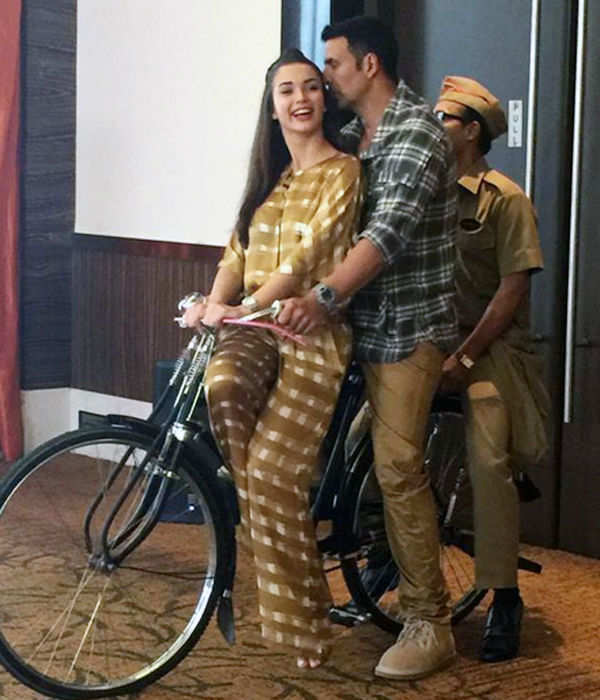 Akshay Kumar takes Amy Jackson on a bicycle ride