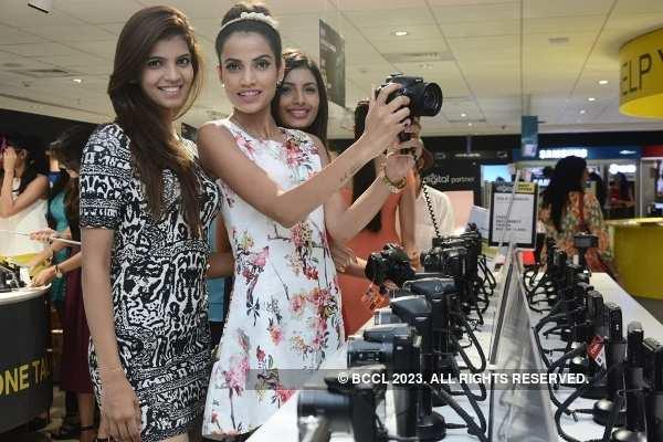 Divas arrive at the Reliance Digital Store