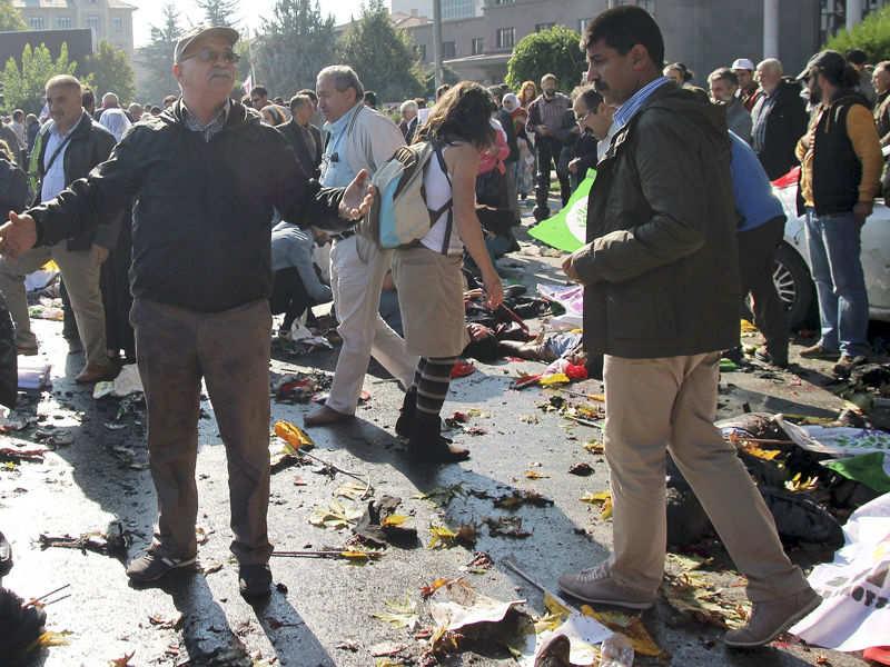 Blasts hit rally in Turkish capital