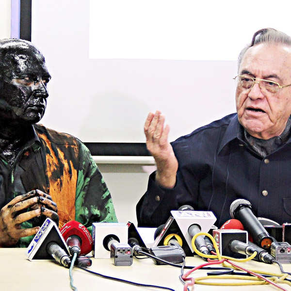 Alleged Shiv Sainiks smear ink on Kasuri book-launch organiser