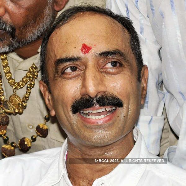 SC rejects Sanjiv Bhatt's plea against Amit Shah