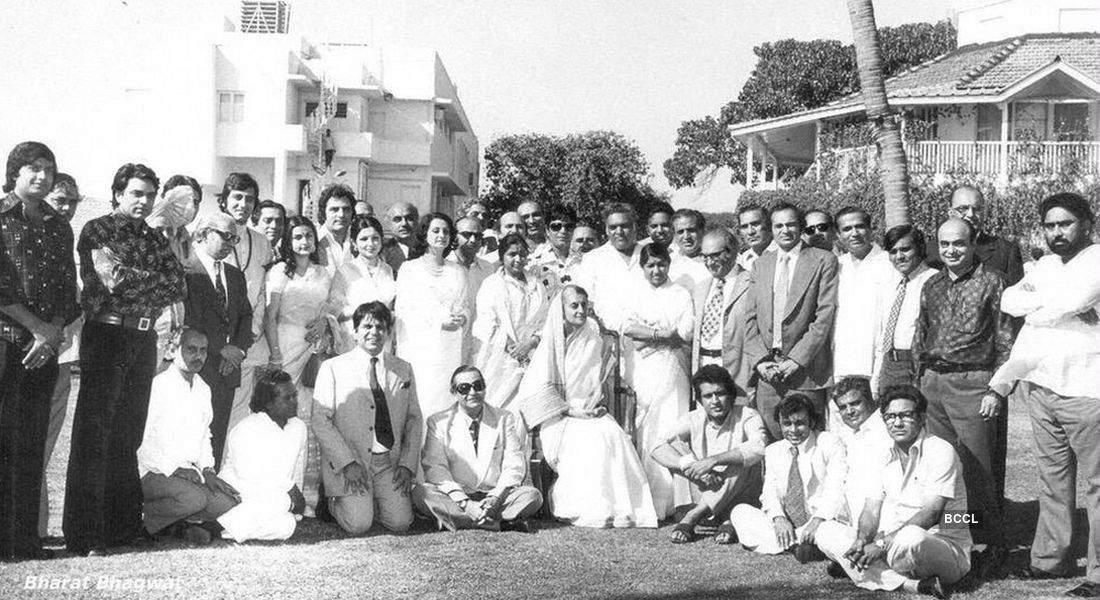 rare group photograph of Bollywood stars