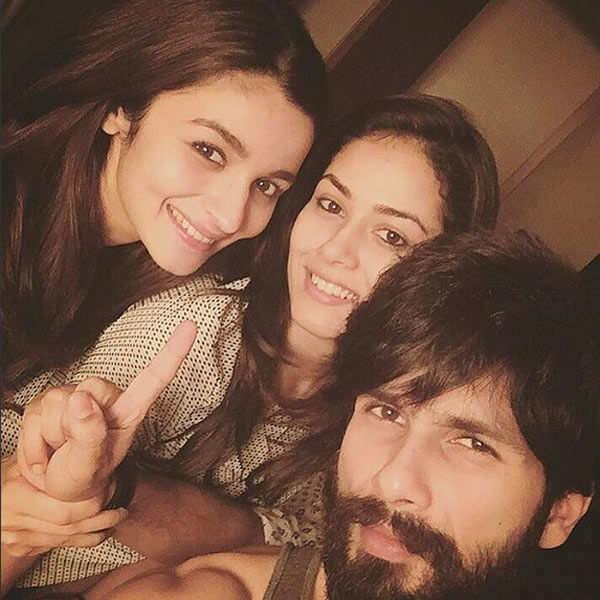 Shahid Kapoor clicks a selfie