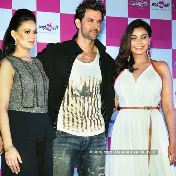 Hrithik launches gifting portal