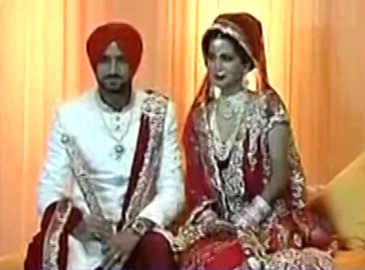 Harbhajan Singh ties knot with Geeta Basra