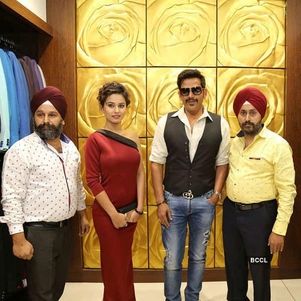 Ravi Kishan @ fashion showcase event