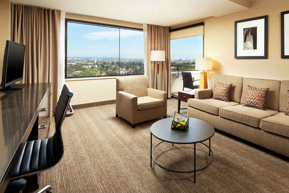 Budget Hotels in Los Angeles | Mid Range Hotels in Los