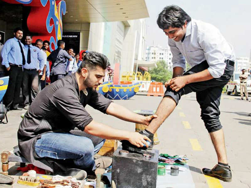 Arjun Kapoor turns as shoeshine boy for a television show