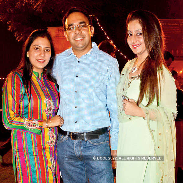 Kanika's mother, Poonam Kapoor during a live performance ...