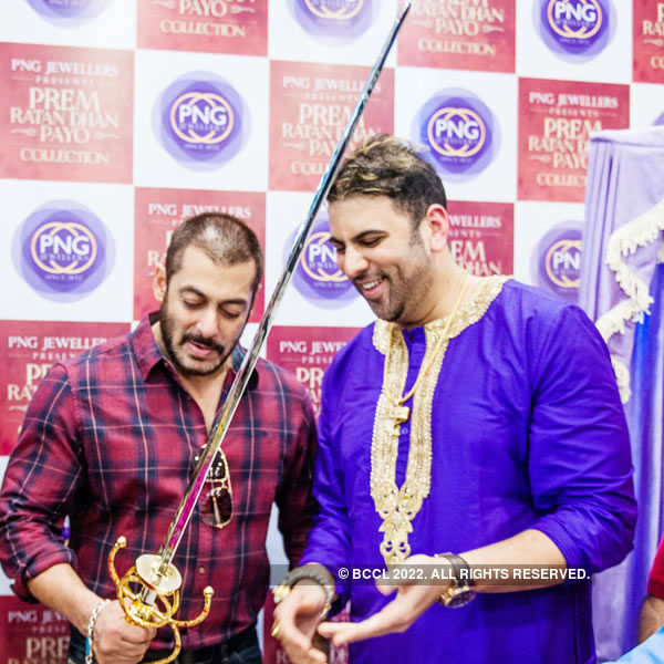 Salman, Sonam unveil PRDP collections