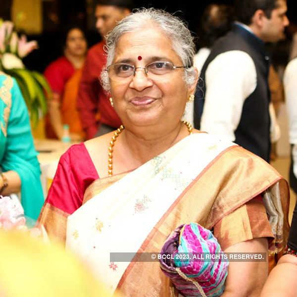 Bindu, Sanjeev's wedding reception