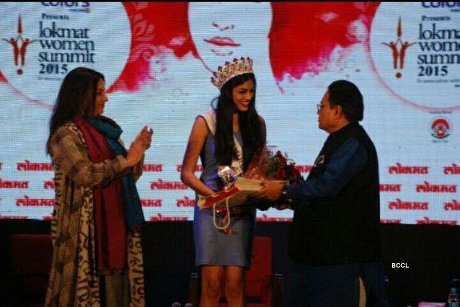 Naveli Deshmukh felicitated by Shabana Azmi