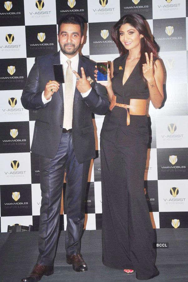 Shilpa, Raj launch Viaan Mobiles