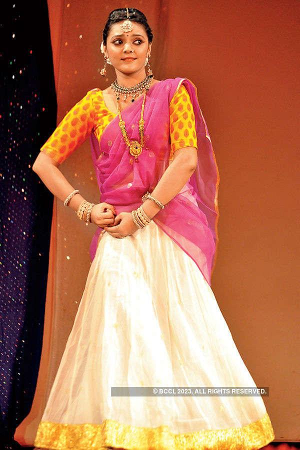 Sakhi performs @ concert