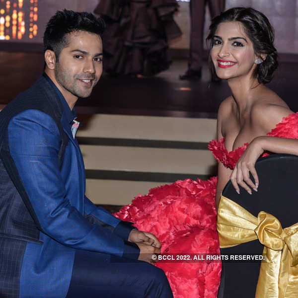 Filmfare Glamour and Style Awards 2015: Candid Pics