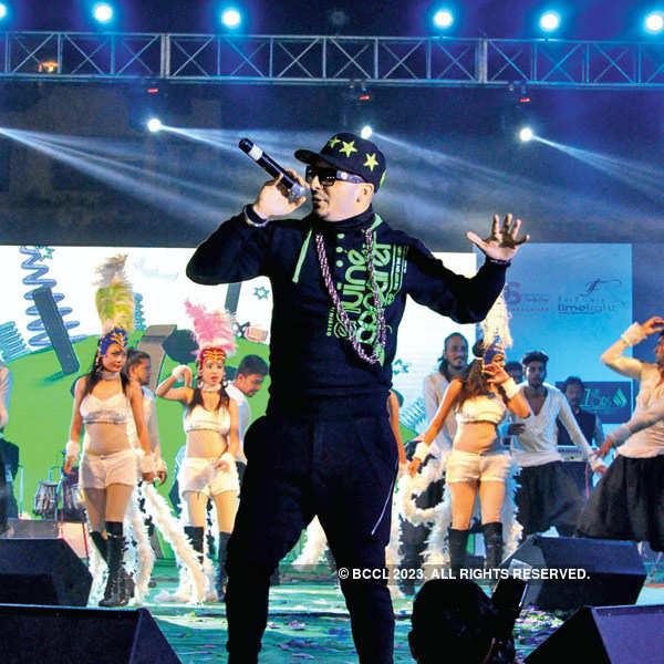 Toshi Sabri performs live