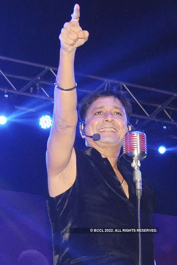 Sukhwinder performs live