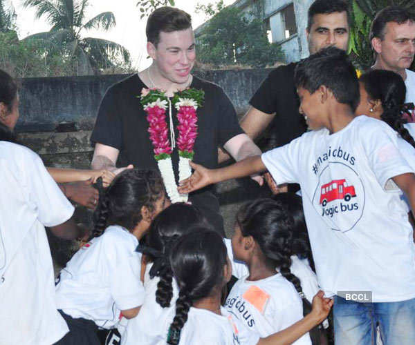Hardwell @ Magic Bus Foundation