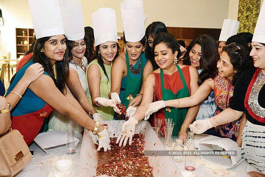 Cake bake party