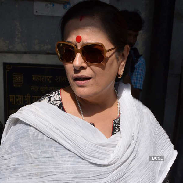 Celebs attend Sadhana's funeral