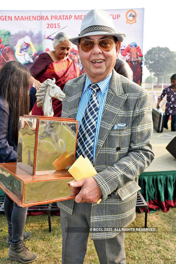 Socialites attend horse race