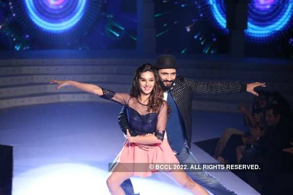 Punit Pathak and Shibani Dandekar Dance Performance at the Miss India Kolkata 2016 finale
