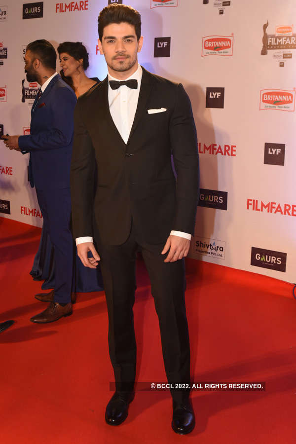 61st Britannia Filmfare Awards: Handsome Hunks