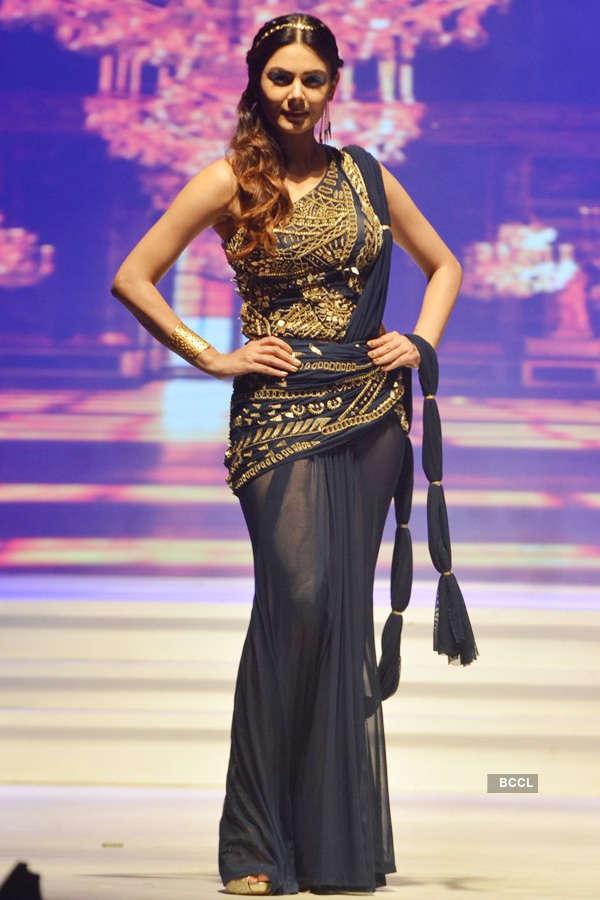 Delna Poonawalla's fashion show