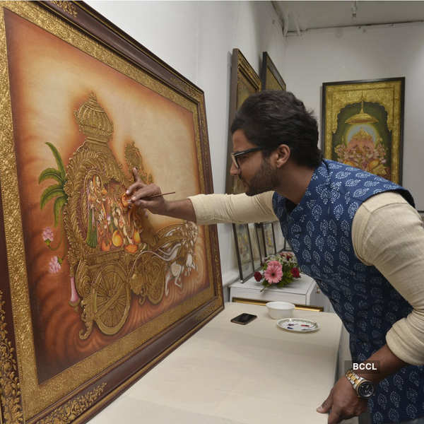 Artist displays for Make in India