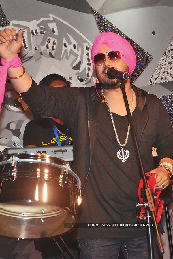 Dilbagh Singh performs at Brew House