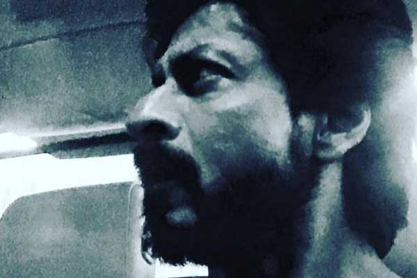 Shah Rukh Khan's 'oily, tanned, scruffy' look from 'Raees'