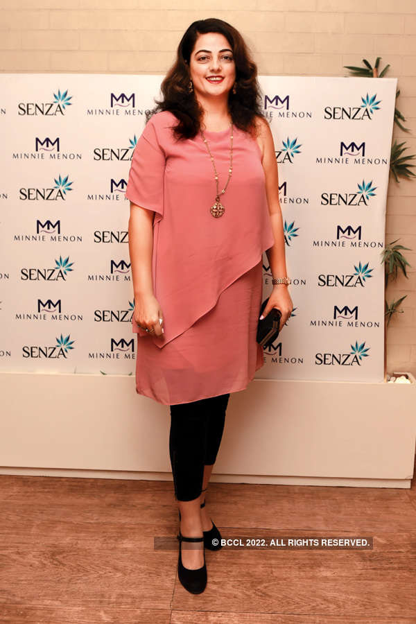 Socialites at jewellery launch