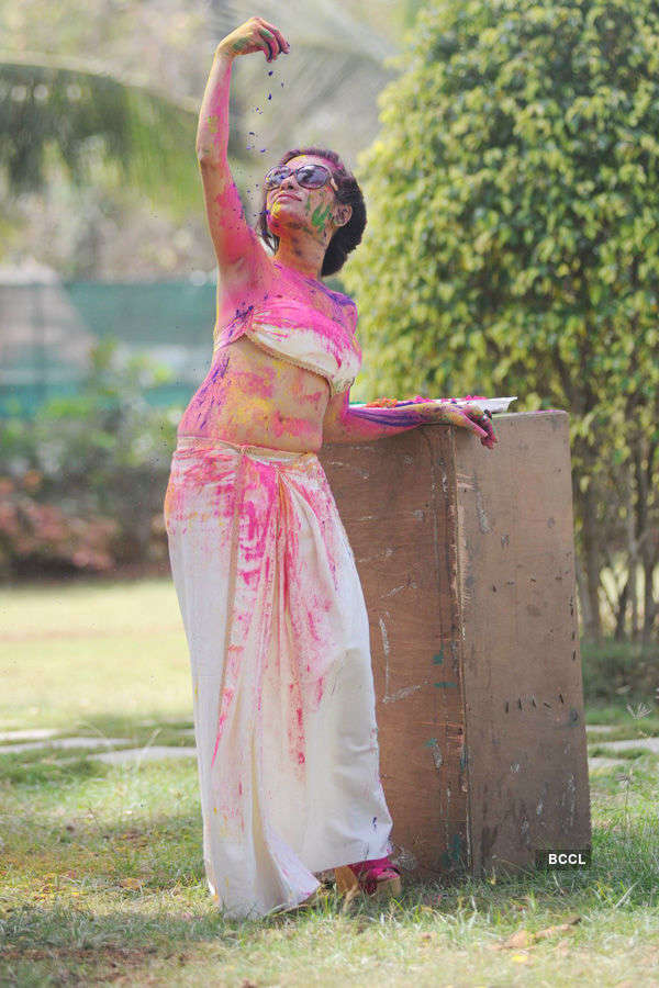 Kesariee's hot Holi shoot