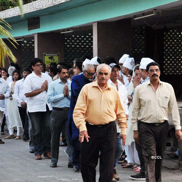 Vindu Dara Singh's mother's funeral