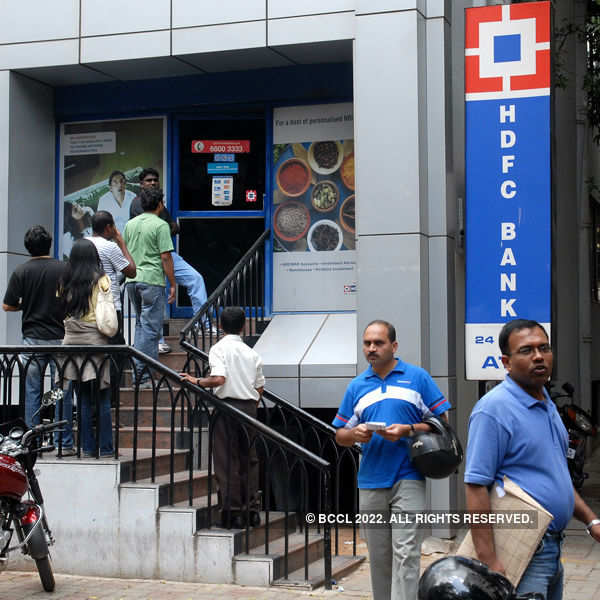 HDFC to divest 10 percent stake in insurance arm