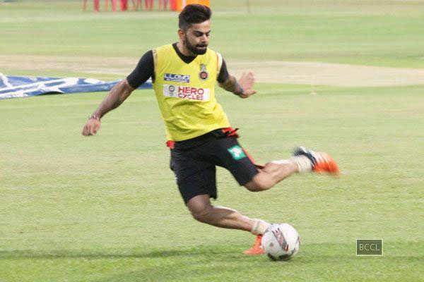 Virat Kohli's tackles question on Anushka Sharma like a pro