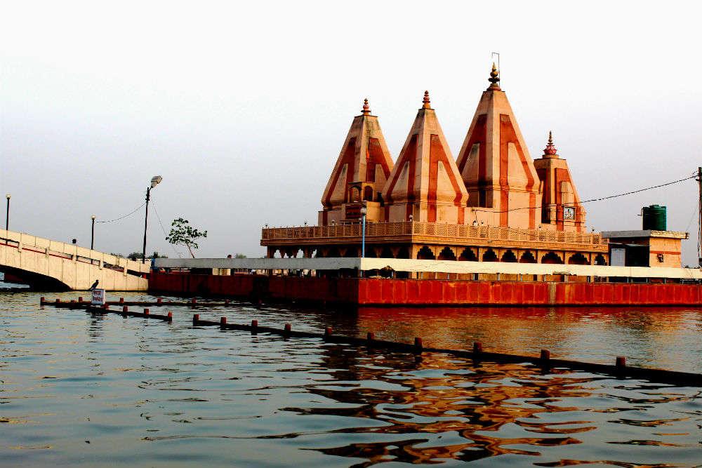 Brahma Sarovar Temple
