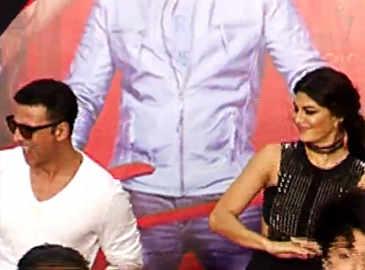 Akshay, Jacqueline's masti at 'Housefull 3' song launch