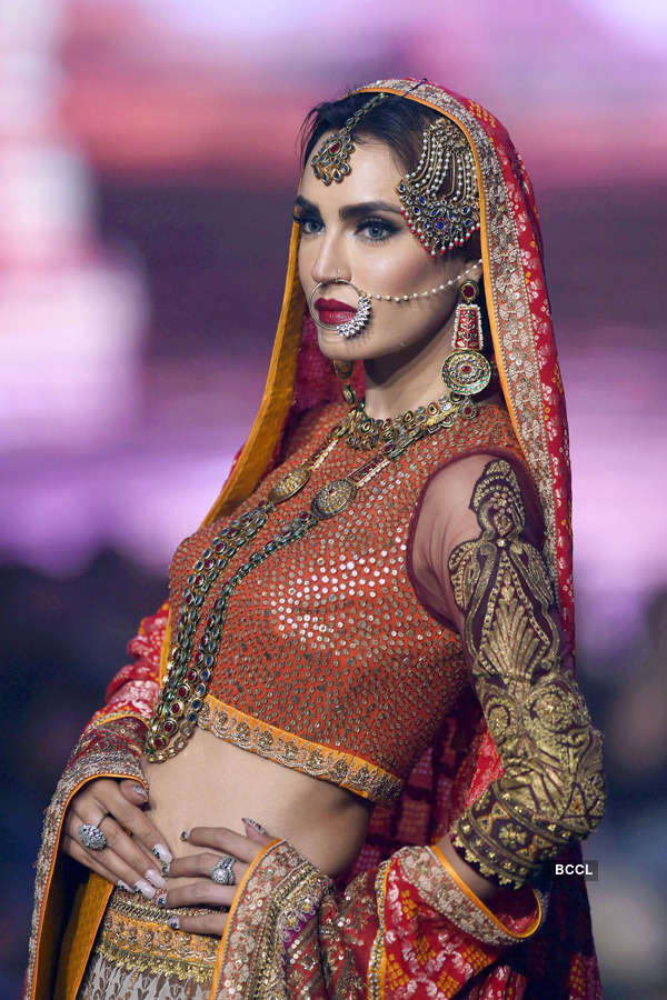 Pakistan: Bridal Couture Week