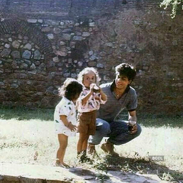 Old photo of SRK with kids