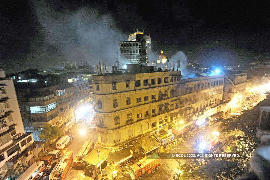 Massive fire engulfs iconic Mumbai building