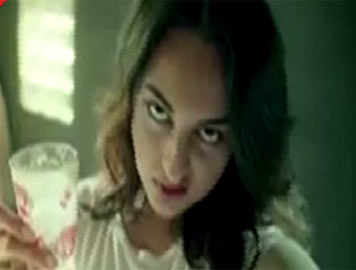 First look of Sonakshi Sinha in 'Noor'